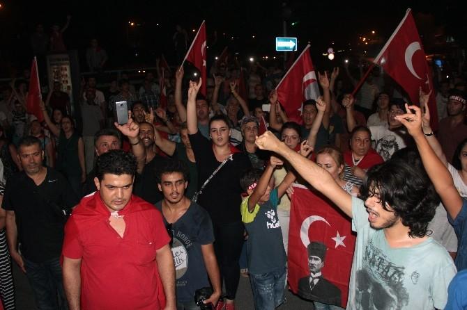 Adana'da Terör Olayları Geç Saatlere Kadar Protesto Edildi
