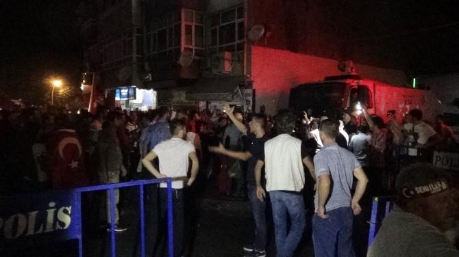 Sakarya'da HDP Binası Önünde Arbede