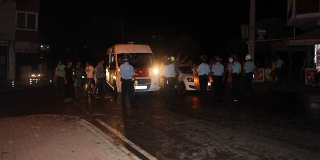 HDP binasından polise taş atılınca ortalık karıştı!