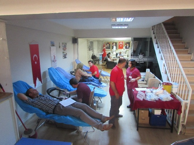 AK Parti Akhisar Teşkilatından 126 Ünite Kan Bağışı