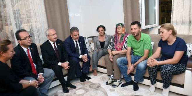 Kemal Kılıçdaroğlu şehit evini ziyaret etti