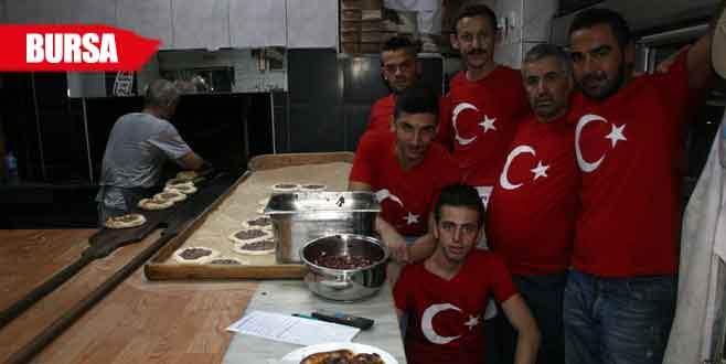 Bursalı esnaftan Türk bayraklı 'kardeşlik' vurgusu