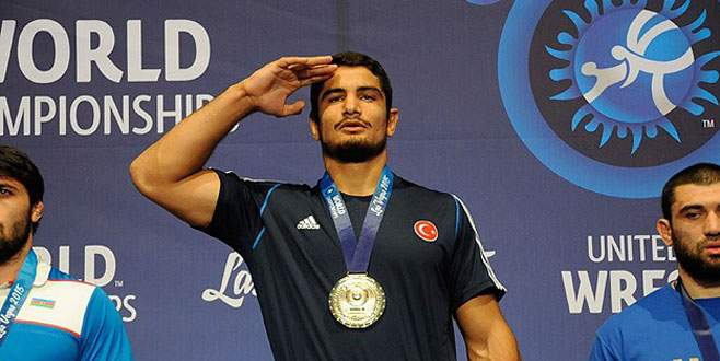 Taha Akgül altın madalya kazandı