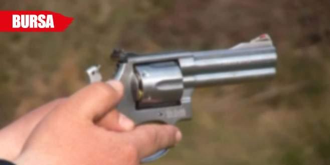 Kontrol ettiği silah ateş alınca...