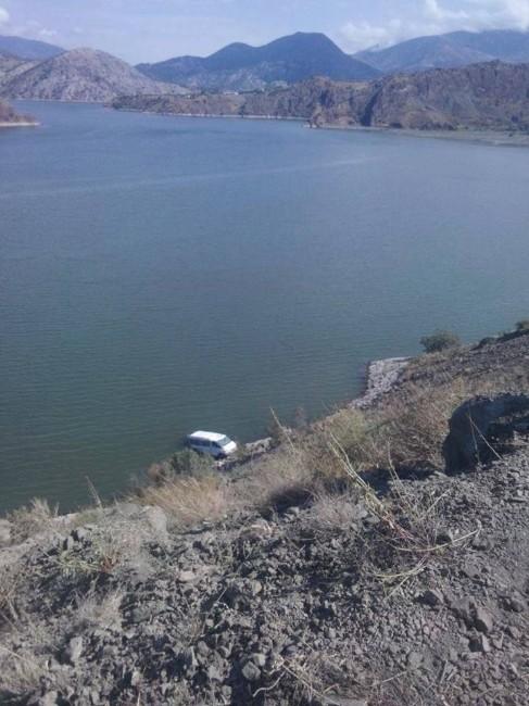 Minibüs Obruk Barajı'na Uçtu: 1 Ölü