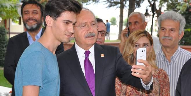 Gencin elleri titreyince selfieyi Kılıçdaroğlu çekti