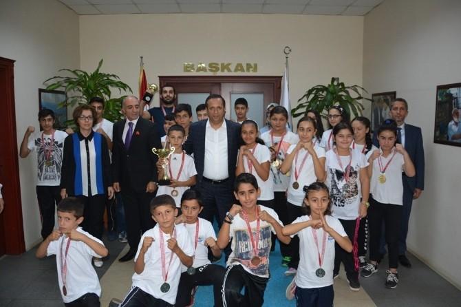 Başkan Toltar Başarılı Sporcuları Ödüllendirdi