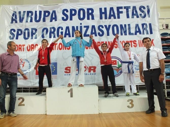 Kağıtsporlu Karatecilerden Derece