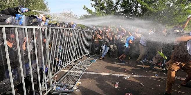 Sığınmacılara biber gazlı müdahale