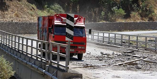 PKK'lılar, Şemdinli'de köprüyü patlattı