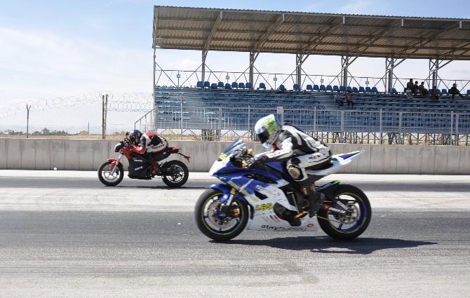Konya'da Motodrag Yarışları Nefes Kesti