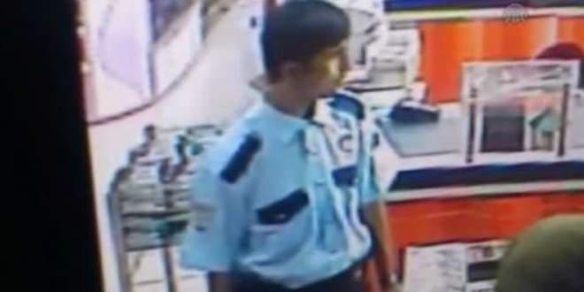 Adliyeye polis üniformasıyla girerek…