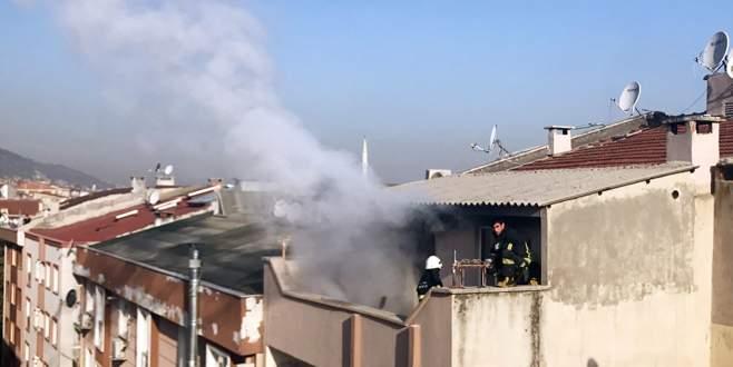 Bursa'da 6 katlı binanın çatı katında yangın