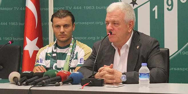 Yusuf Erdoğan, Bursaspor'a 3 yıllık imzayı attı