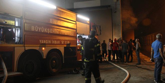Bursa'da fabrika yangını! 1 itfaiye eri yaralandı