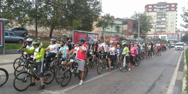 Bursalı bisikletçilerden Zafer Bayramı turu