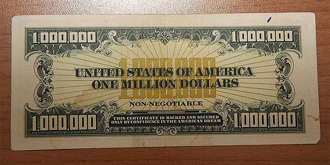 1 milyon dolarlık banknotu satmak isterken yakalandılar