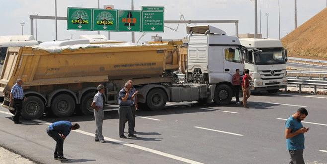 Kamyon sürücüleri 3. köprü yolunu trafiğe kapattı