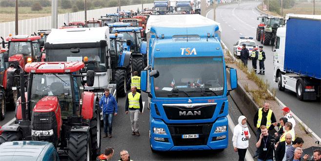 Calais'te mülteci  karşıtı protesto