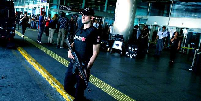 Aranan PKK'lı kadın terörist, havalimanında yakalandı