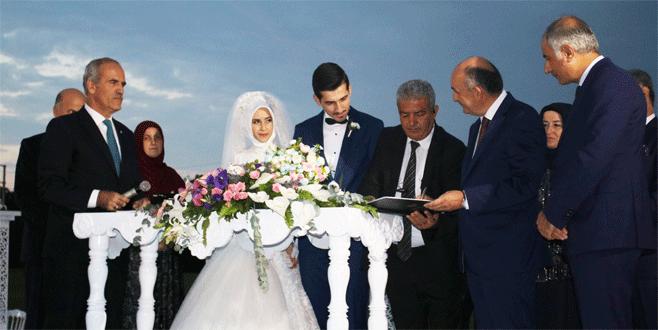 Bakan Müezzinoğlu Bursa'da nikah törenine katıldı