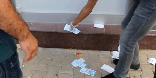 ATM'nin çöpünden 100 TL'lik banknotlar çıktı