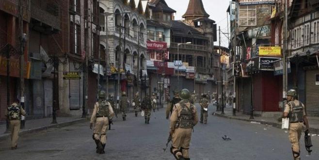 Keşmir askeri  üsse saldırı: 17 ölü