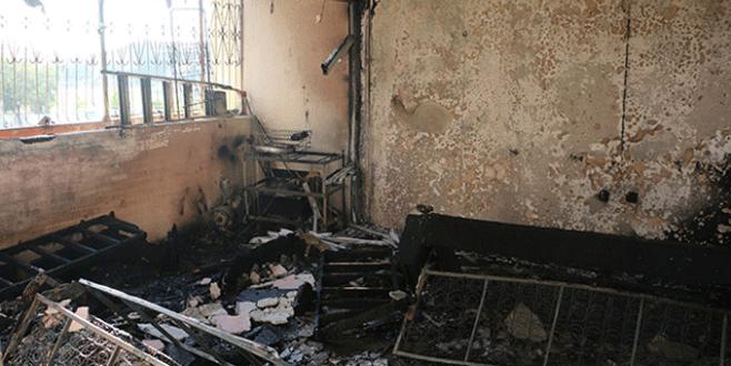 Elektrik kontağından çıkan yangında ev kül oldu