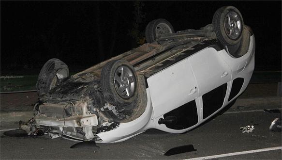 Takla atan sürücü aracını bırakıp kaçtı