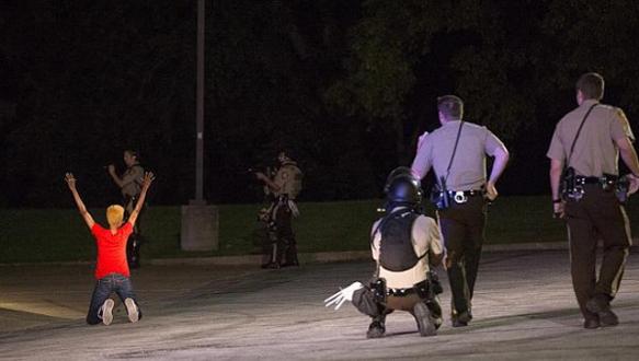 Hırsız kovalayan polis vuruldu