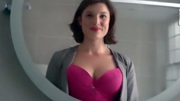 Bir günde kaç kişi göğüslerine baktı?