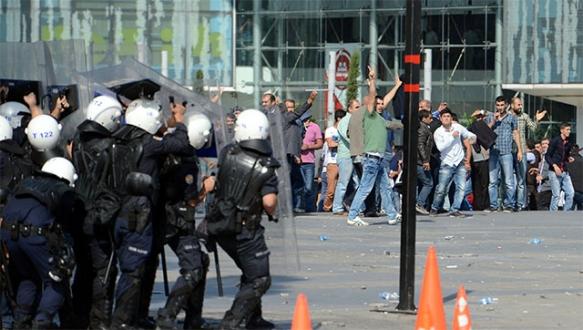Bursa`da izinsiz gösteride olaylar çıktı!