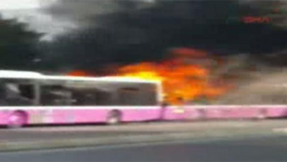 3 belediye otobüsünü ateşe verdiler!