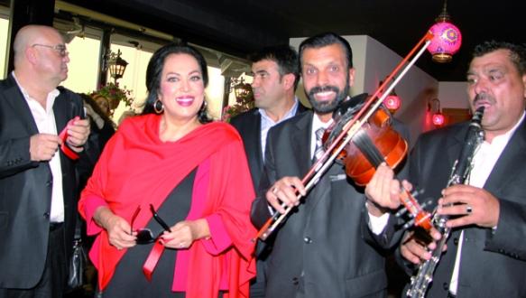 Türkan Sultan`a eğlenceli karşılama