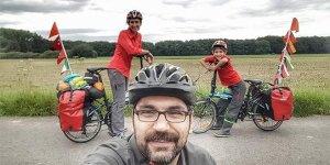 Bursalı çift bisikletleriyle ailece 26 ülke gezdi