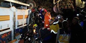 İznik'te kamyon traktöre çarptı: 1 ölü, 1 yaralı