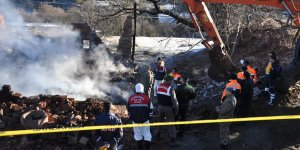 Evleri yanan 5 kişilik aileye 15 gündür ulaşılamıyor