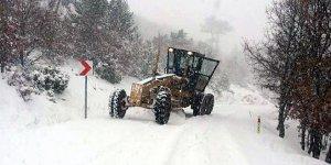 Büyükorhan'da yoğun kar yağışı ulaşımı olumsuz etkiledi