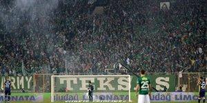 Bursaspor tribünlerinde Fenerbahçe maçı öncesi bayrak krizi