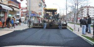 Sıcak asfalt çalışmasına devam