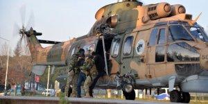 Uludağ'da mahsur kalan 3 kişiyi askerler omuzlarında getirdi