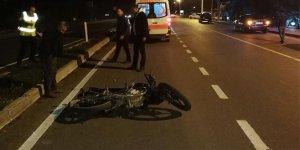 Ters şeritten giden motosiklet sürücüsü kaza yaptı