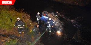 Hızını alamayan araç dereye uçtu: 1 ölü, 1 yaralı
