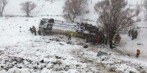 Yolcu otobüsü devrildi: 6 ölü, 29 yaralı