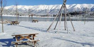 Bursa'nın dağ ilçesi beyaza büründü! Kartpostallık manzaralar...