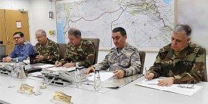 Komutanlar 'Zeytin Dalı Harekatı' için sınırda