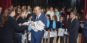 Türkyılmaz'dan miniklere 'başarılı olun' öğüdü
