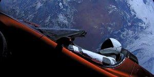 Elon Musk'ın uzaya yolladığı Tesla Dünya'ya çarpabilir!