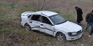 Otomobil tarlaya uçtu: 6 yaralı