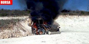 İş makinesi alev alev yandı